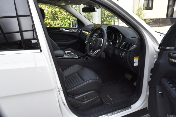 GLEの運転席側の内装