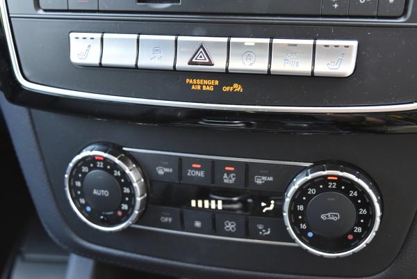 ベンツGLE350dスポーツのエアコンスイッチ