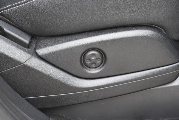 ベンツGLE350dスポーツの運転席シートランバーサポートスイッチ
