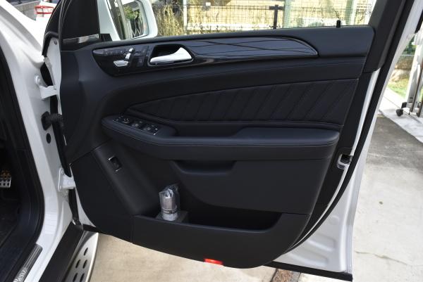 ベンツGLE350dスポーツの運転席ドア内張