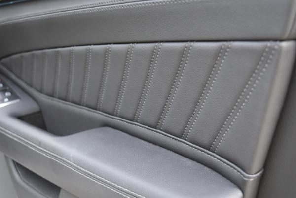 ベンツGLE350dスポーツの運転席ドアトリムアップ