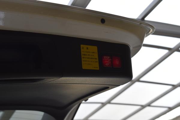 ベンツGLE350dスポーツのリアゲート開閉ボタン