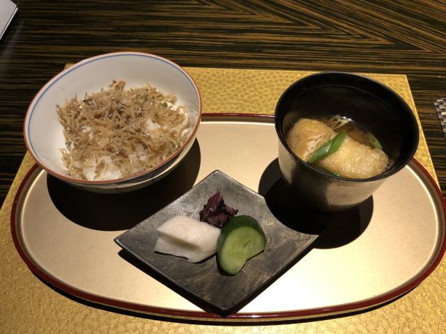 エクシブ湯河原の夕食。和食のごはんとみそ汁