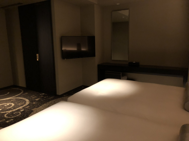 エクシブ湯河原スーパースイートの寝室テレビ