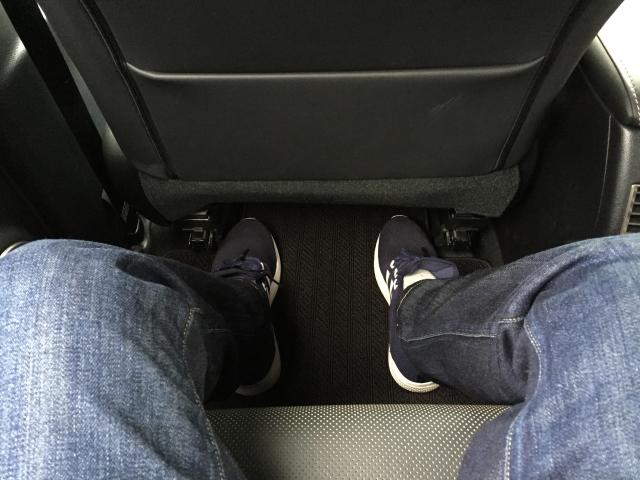 ゲレンデ購入記 LXの後席スペース 膝周り