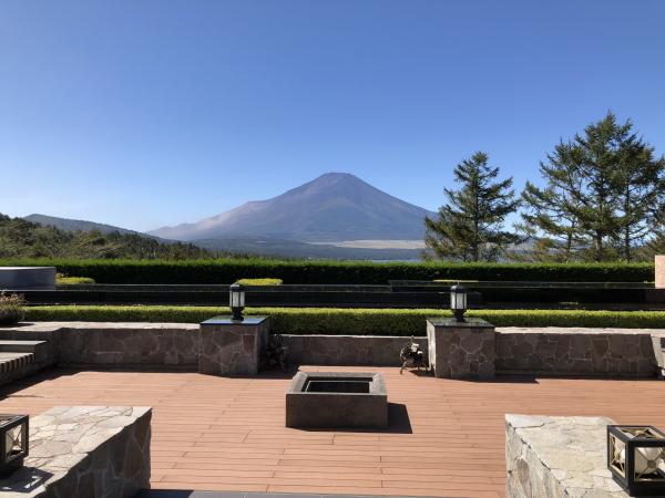 山中湖サンクチュアリの庭から見る富士山