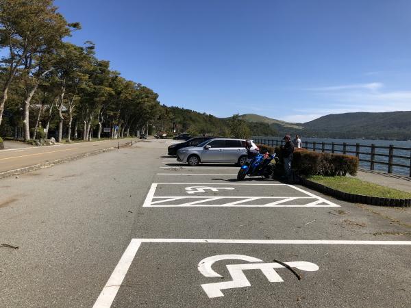 山中湖畔の駐車場