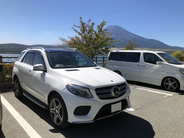 富士山とメルセデスベンツGLE