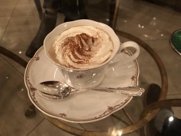 エクシブ軽井沢のラウンジでコーヒー