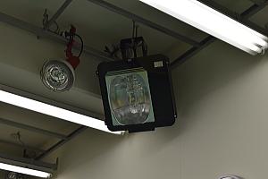 ミニのコーティング 早野ぴっかり工房の作業場ライト