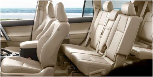 ランドクルーザープラドのインテリア・車内空間を比較