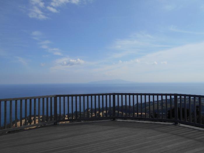 小室山 山頂からの伊豆大島