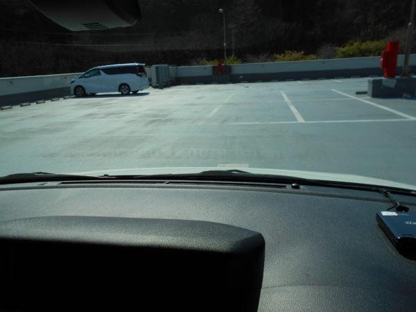 ルーミーの運転席から見たボンネット