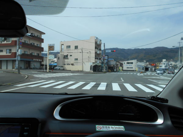 シエンタの運転席から見た一般道