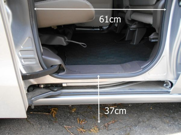 N-BOXの後席の乗降性