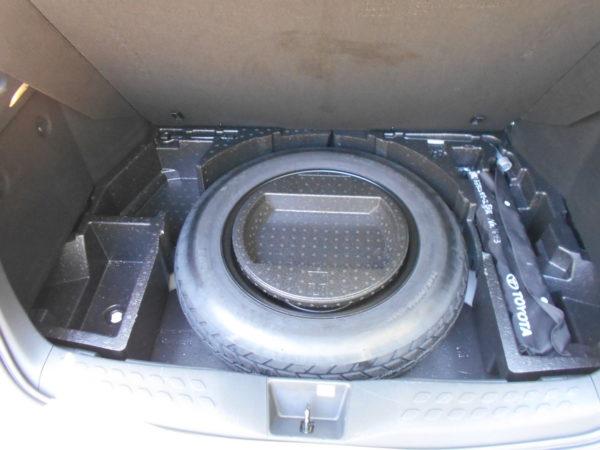 C-HRの荷室フロア下収納