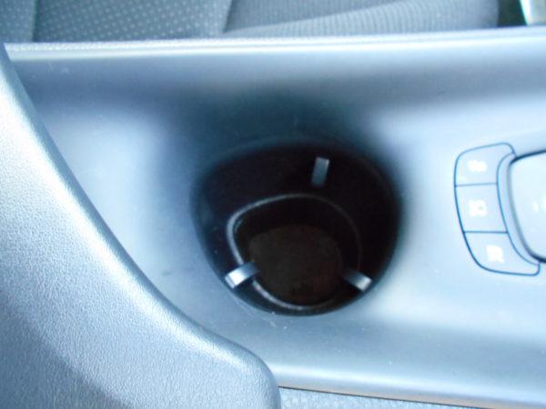 C-HRのカップホルダー