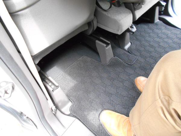 N-BOXの助手席側の後席の最大レッグスペース