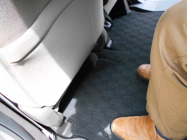 N-BOXの助手席側の後席最大レッグスペース