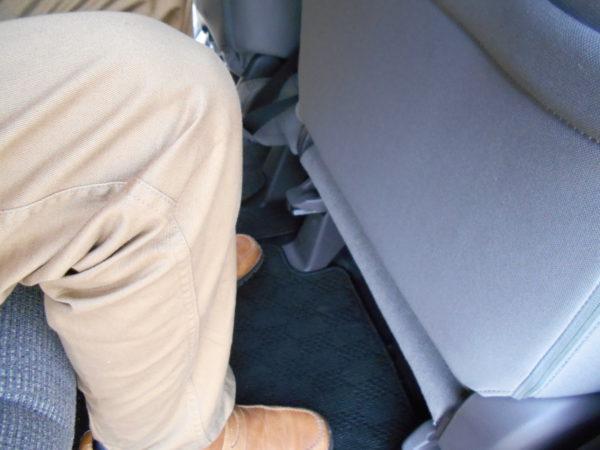 N-BOXの運転席側の最小レッグスペース
