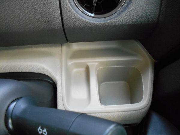 N-BOXの運転席ドリンクホルダー