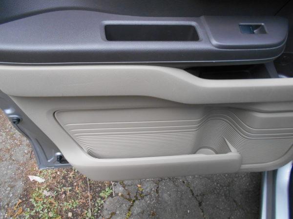 N-BOXの助手席ドアの収納
