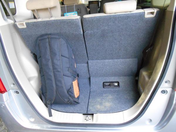 N-BOXの荷室にリュックを搭載