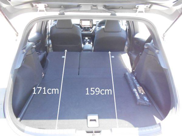 カローラスポーツの後席を畳んだ時の荷室寸法