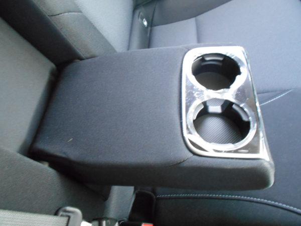 レヴォーグの後席用カップホルダー