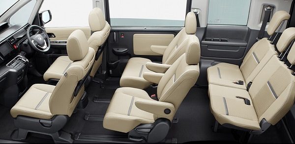 ステップワゴンのブラックスタイルの内装2