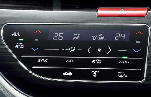 オデッセイのトリプルゾーンコントロール・エアコン