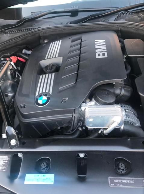 BMW 5シリーズのエンジンルーム
