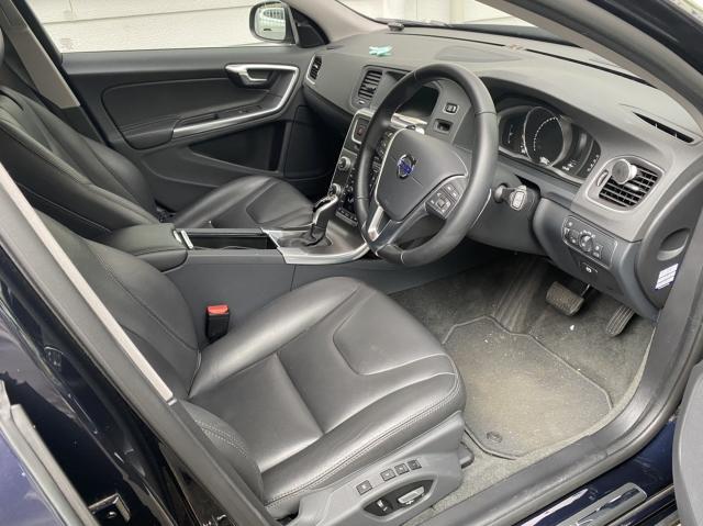 ボルボ V60の内装