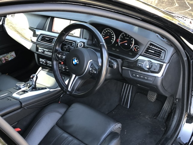 BMW M5の内装